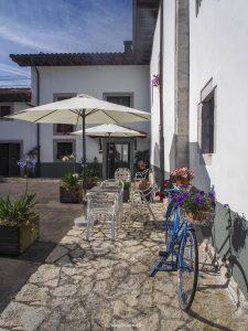 Jardin y Puerta acceso after hours